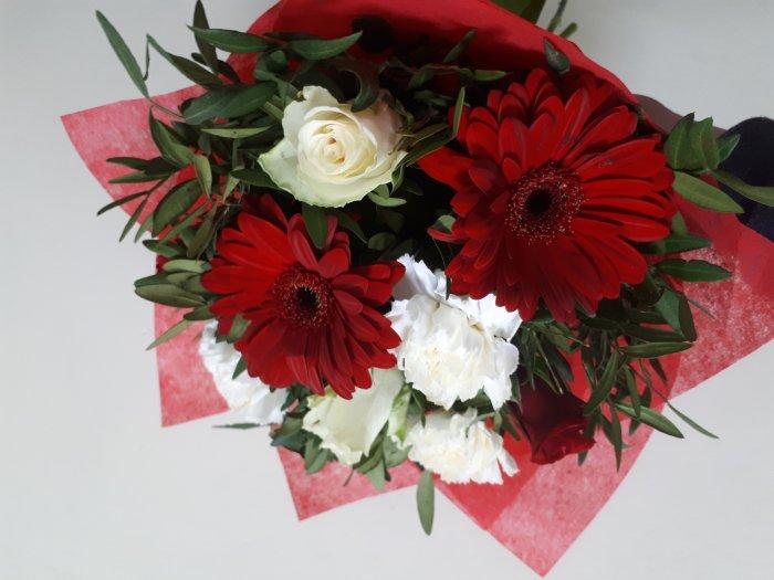 Круглосуточная доставка цветов спб