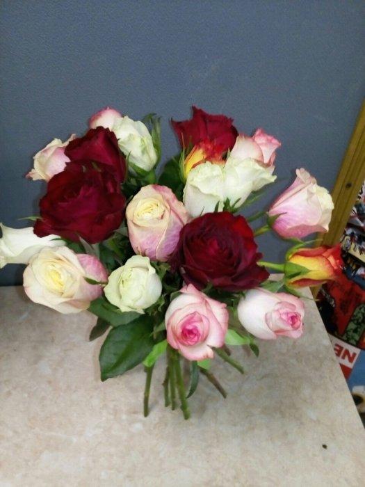 Доставка цветов в спб 24 часа синие розы как крепить живые цветы в прическу