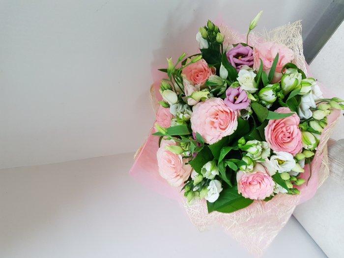 Цветы курьером доставка цветов по петербургу срочно москва цветов фруктов