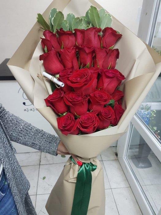 d1a7610337a3 Доставка цветов в СПб 24 часа. Букеты в шляпных коробках, синие розы ...